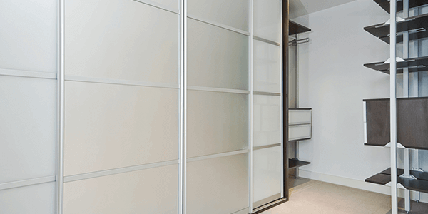 Glass with integrated blinds